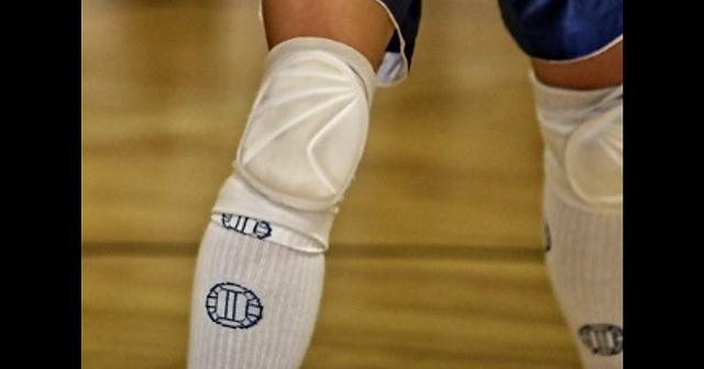 【バレーボール】膝・ひじサポーターの種類、選び方、効果とおすすめを紹介
